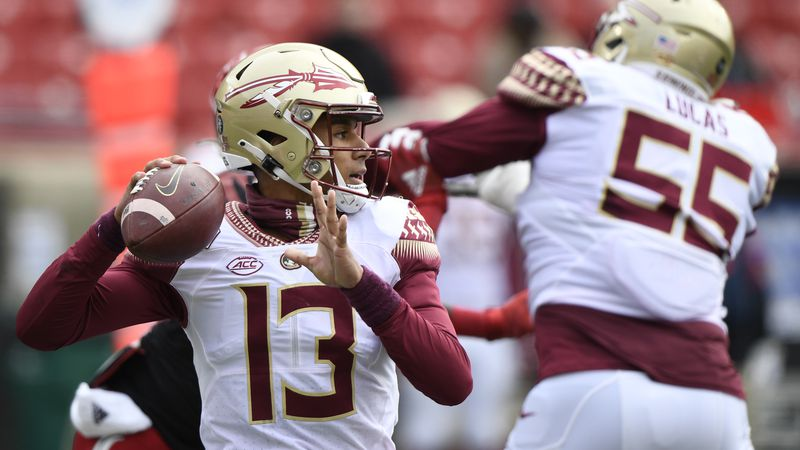 Oct 24, 2020; Louisville, Kentucky, USA;  Florida State Seminoles quarterback Jordan Travis...