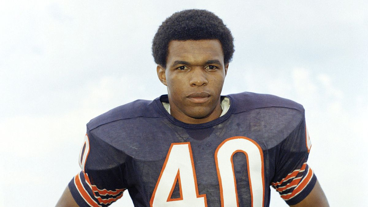 FILE - This is a 1970 file photo showing Chicago Bears football player Gale Sayers. Hall of...