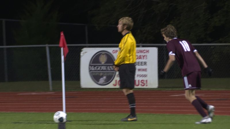 Chiles preps for a corner kick against Leon.