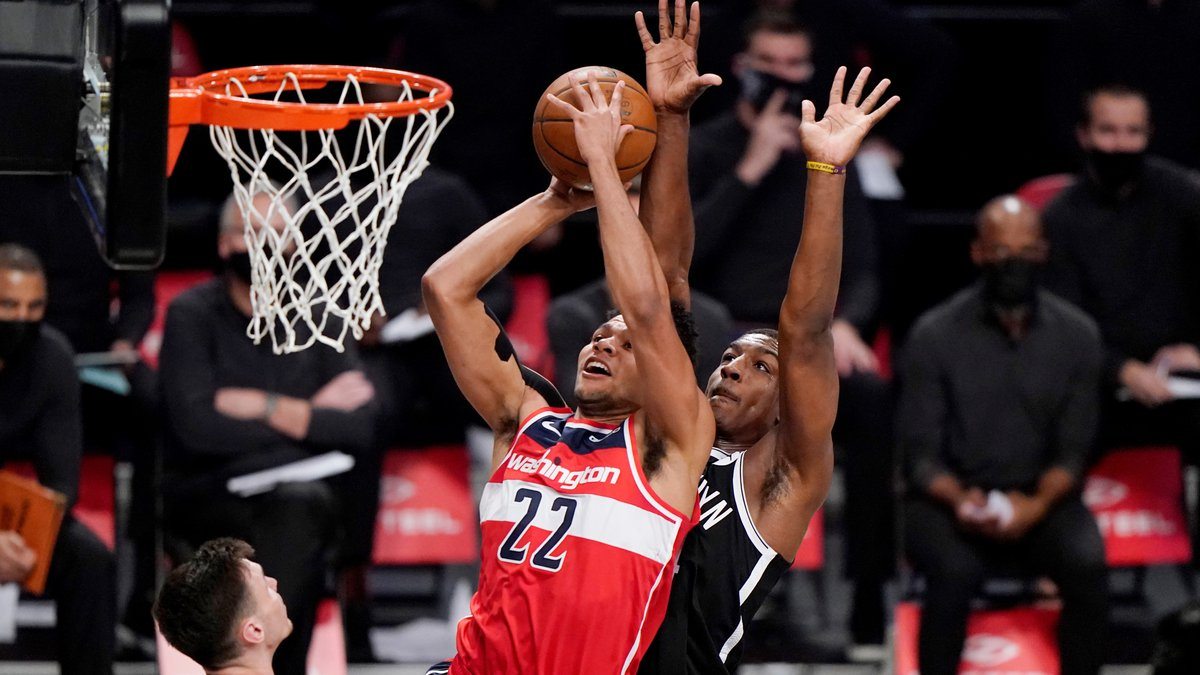 Brooklyn Nets forward Reggie Perry, right, defends Washington Wizards forward Yoeli Childs,...