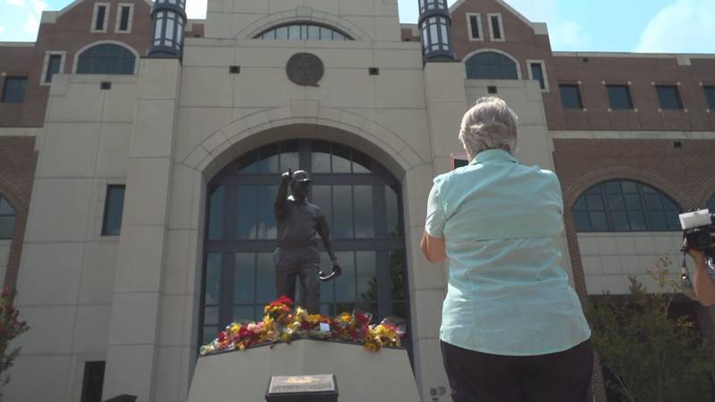 Support for legendary Florida State football head coach Bobby Bowden continues to pour in one...