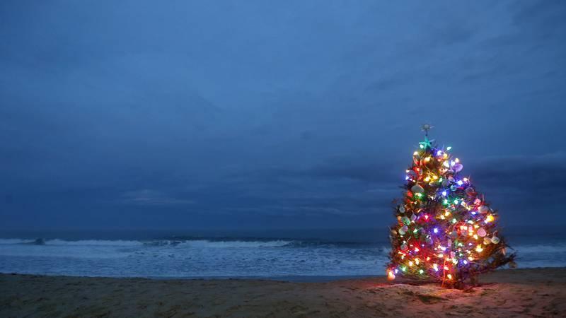 A beachside Christmas tree is lit on Thursday, Dec. 24, 2015, in Lavallette, N.J. (AP Photo)