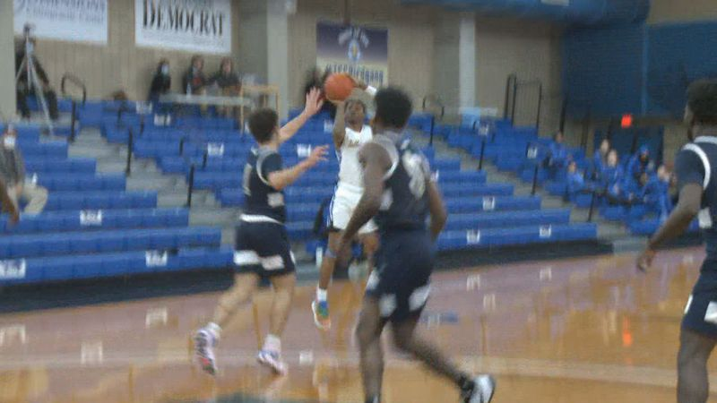 El Ellis led all Eagles in scoring, dropping 26, as TCC defeated Chipola, 70-49.