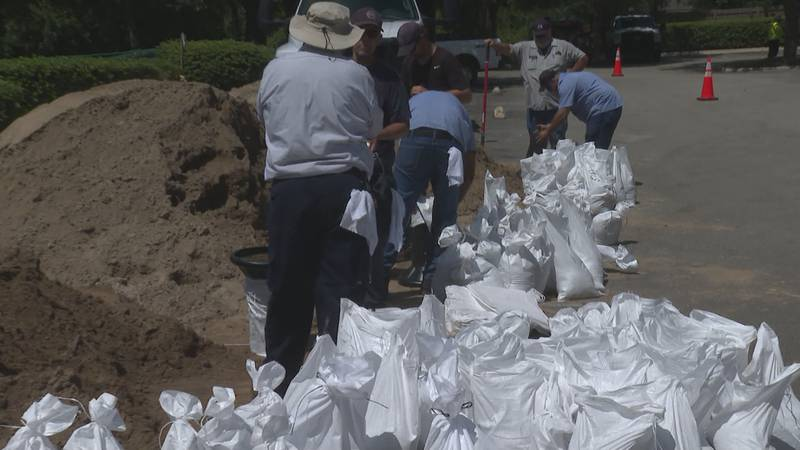 Leon and Gadsden County residents get sandbags to prepare for Fred.