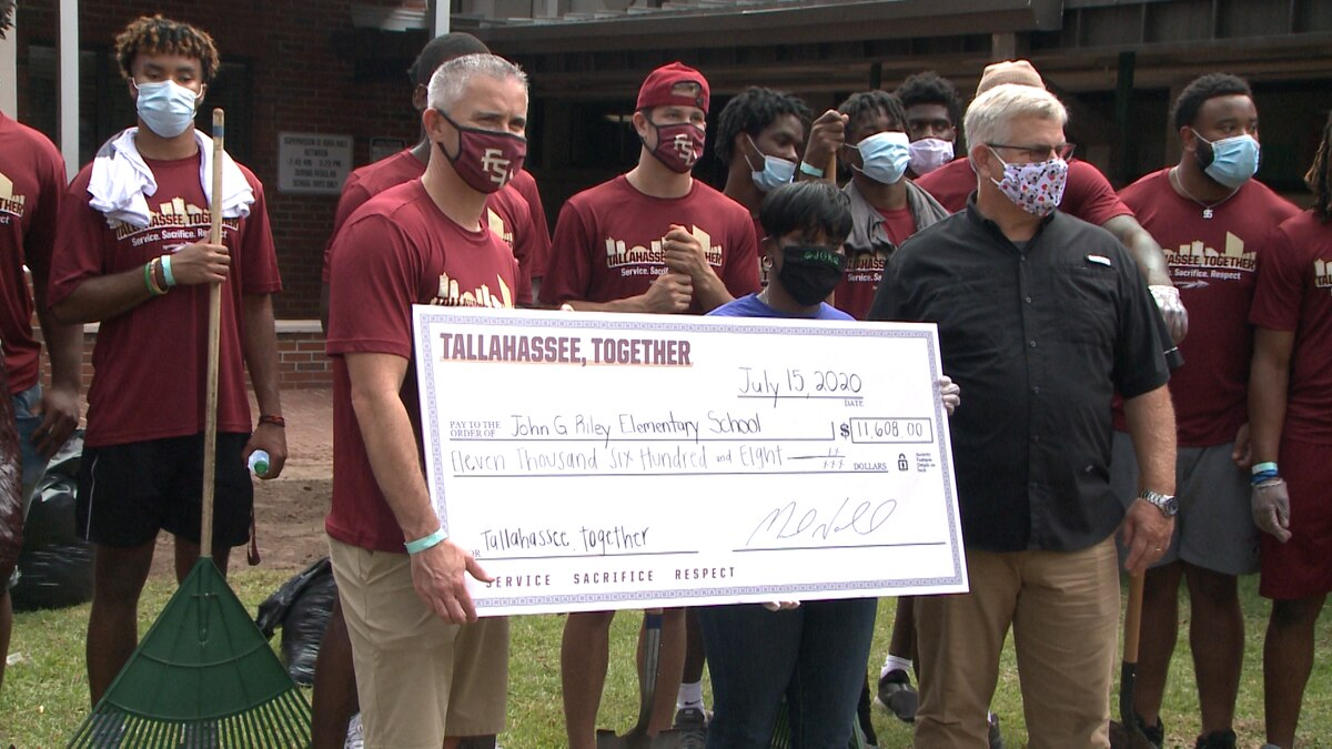 Florida State players give back to local school.