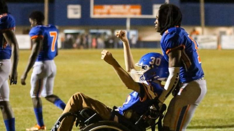 Cycless Gorlewski celebrates after scoring a 2-point conversion in last Saturday's Bulldogs game.