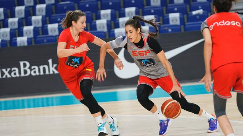 Maria Conde (right) drives against fellow former Seminole Leonor Rodriquez (left) during...