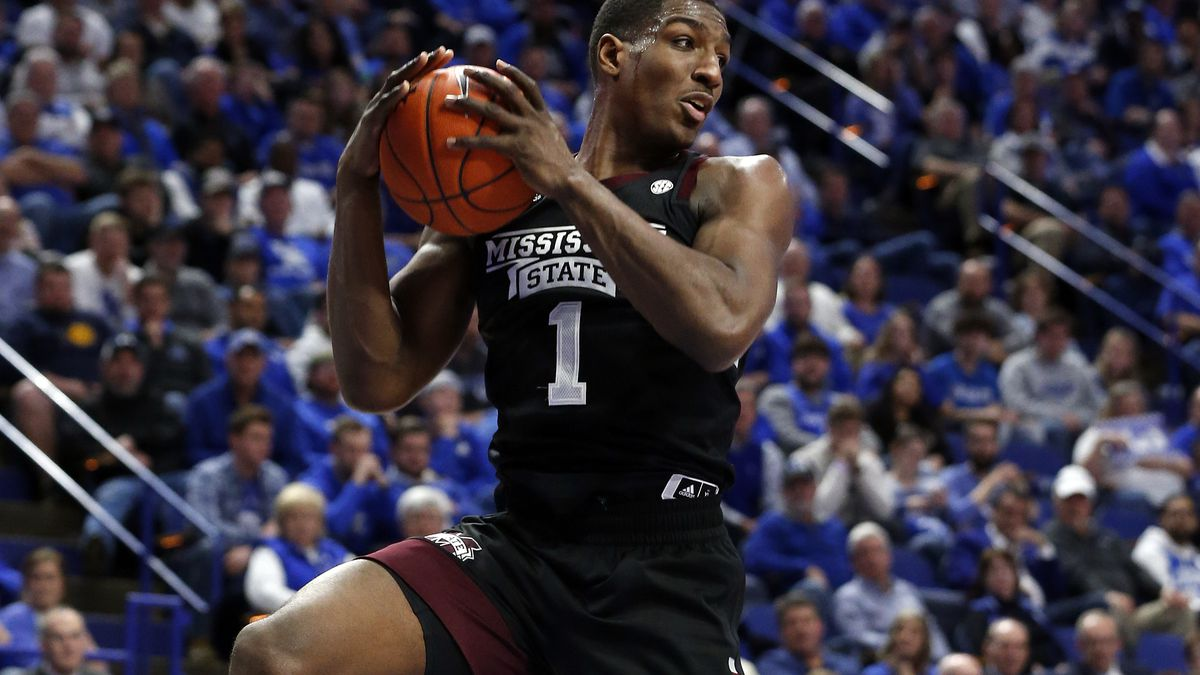 Mississippi State's Reggie Perry pulls down a rebound during the second half of the team's NCAA...
