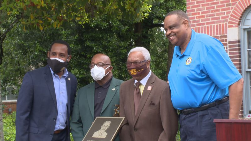 The town of Havana paid tribute to hometown hero and legendary basketball coach, Vernell Ross.