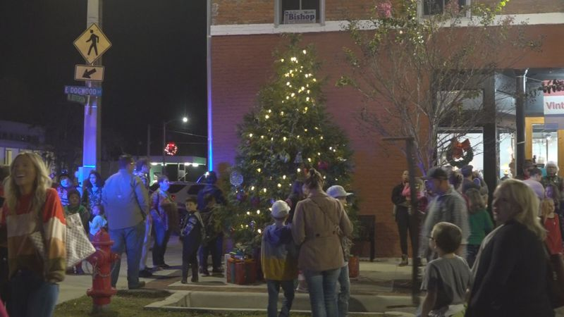 Monticello puts on their annual Downtown Christmas Celebration amidst a pandemic.